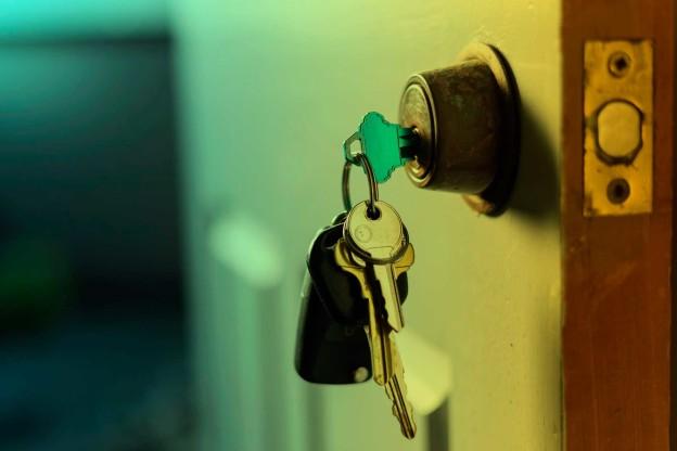 Advantages & Disadvantages of On The Spot Lock Fixes